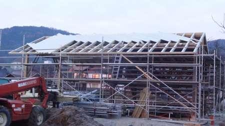 Prekrivanje strehe, prestavitev kozolca, deskanje ostrešja, kozolec
