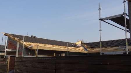 Pokrivanje strehe z Roser kritino