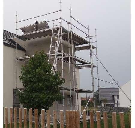 Tudi pri ravni strehi poskrbimo za varnost s fasadnim odrom